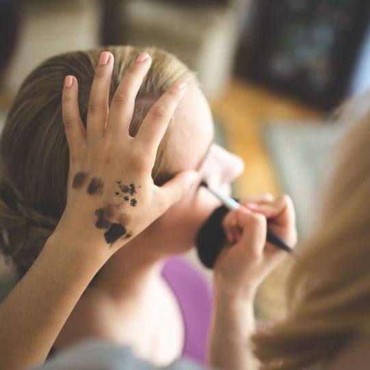 artist-beautician-cosmetics-6169-min